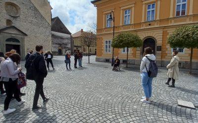 Dijaki turistične usmeritve izvedli turistično vodenje po mestnih znamenitostih Slovenj Gradca